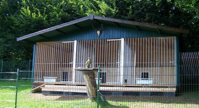 Dreifachmassivholzdoppelzwinger Oslo mit Spitzdach und integrierten Hundehuetten_3 x 2.00 x 3.00 Meter
