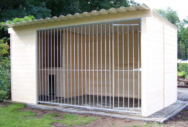 Massivholzzwinger Stockholm mit integriertem Schutzraum u. Hundehuette_2.00 x 4.00 Meter 1