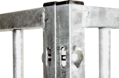 25 x 25 mm vollverzinktes Quadrahtrohr mit Montage-Langlöchern