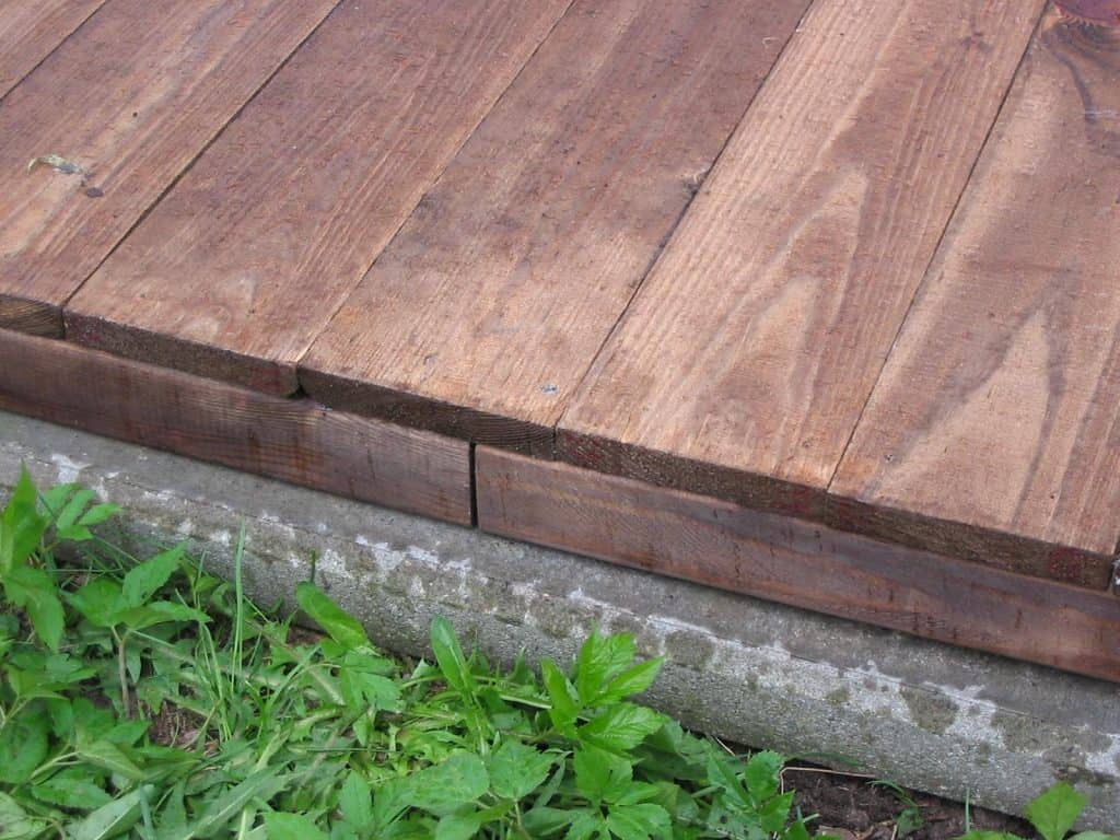 Holzboden für Hundezwinger